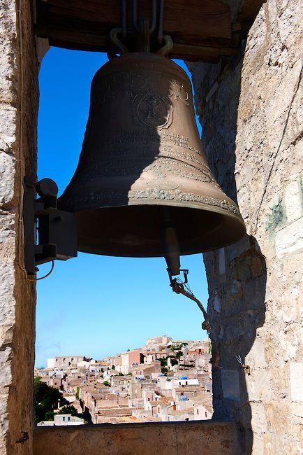 ☀ sinos e luzes - Bell of Torre de Re Frederico 2nd, Érice Duomo [Erice cathedral], Sicily stock photos.