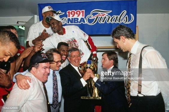 Fotografia de notícias : Phil Jackson of the Chicago Bulls is presented...