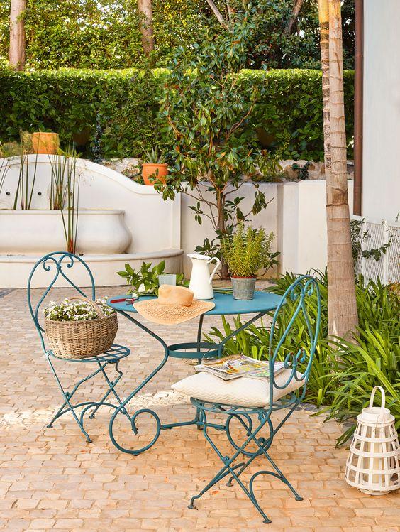 """El patio """"Es una casa muy mediterránea, muy andaluza, con sus paredes blancas, su patio empedrado"""