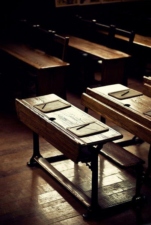 """Déjà, les enfants disposaient de """"tablettes"""" à l'école.  Des tablettes sans la Wifi et sans soucis de batterie.  noperfectdayforbananafish:    A Clean Slate (by GaryTumilty)"""