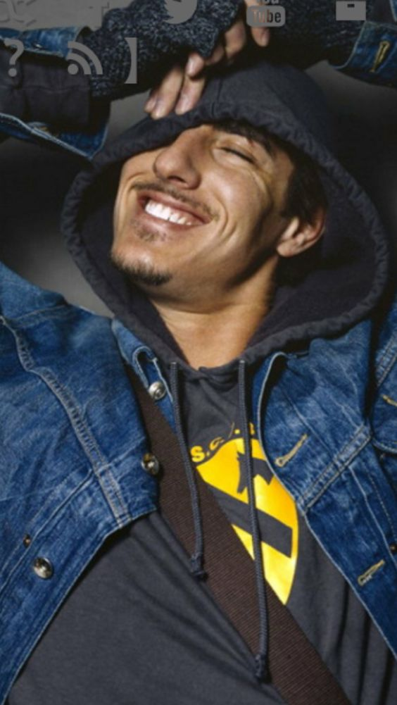 Eric Balfour... Oh that smile