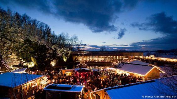 Deutschland Weihnachtsmarkt im Steinbruch im Bayerischen Wald bei Hauzenberg