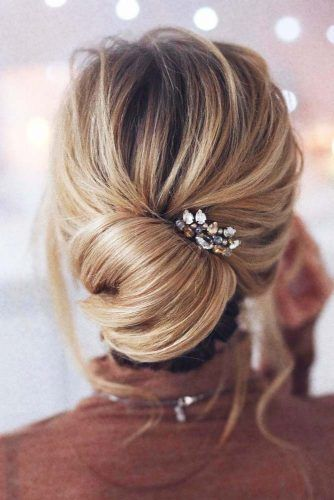 35 Trendy Prom Updos | Classic Chignon with Jewel | Hairstyle on Point