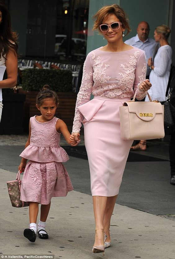 Jennifer Lopez and daughter Emme, 6, wear matching pink peplum outfits to meet Michelle Obama #dailymail
