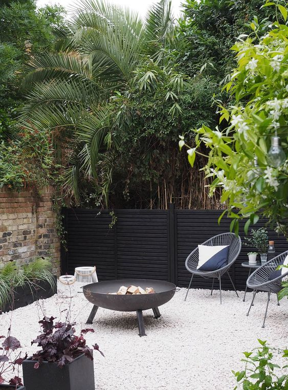 Before & After: My contemporary garden makeover with Wyevale Garden Centres - London garden makeover - black fencing - cream gravel - simple outdoor living