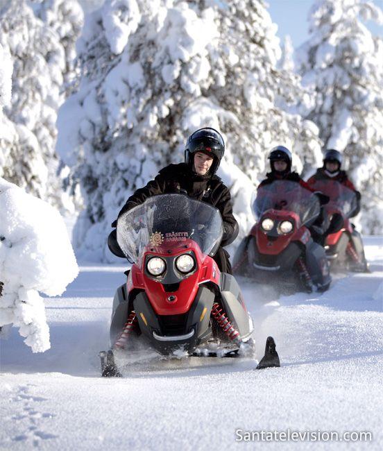 Schneemobil fahren in Rovaniemi in Lappland