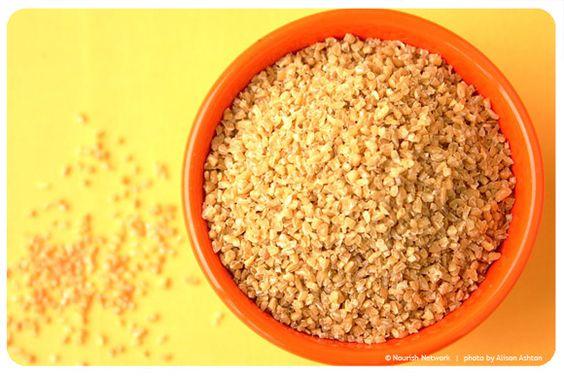 El bulgur es trigo seco y precocinado que se muele fino o grueso.Su sabor a nuez  aporta a sopas y verduras  un toque oriental.
