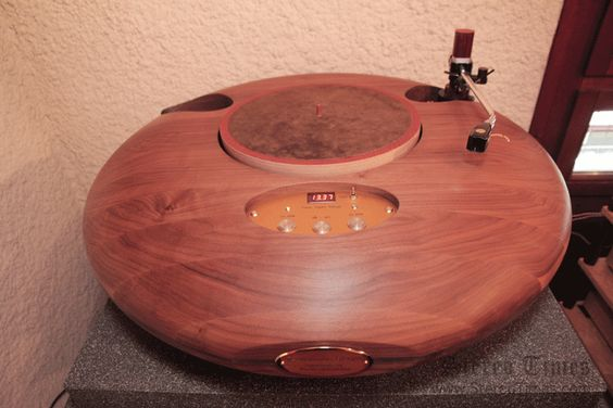 Audio Consulting R-evolution Stealth Turntable