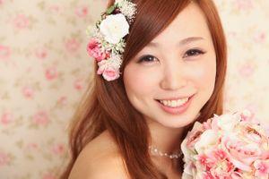 結婚式は女の子にとって1番大切な日ですよね。結婚式のためにロングヘアーをキープしていた方も多いのでは??今回は花嫁にぴったりなロング向けのヘアアレンジをまとめました。素敵なヘアアレンジをして世界一かわいい花嫁になっちゃおう♡