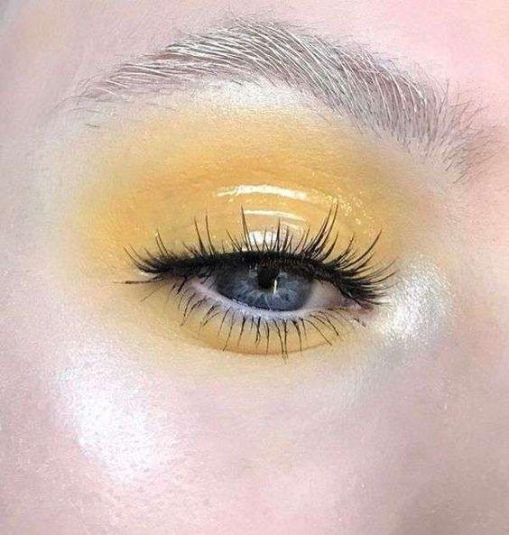 Trucco glossy eyes effetto bagnato - Trucco occhi giallo pastello effetto bagnato