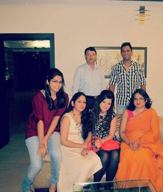 Mahendra Singh Dhoni With his Family Rare Photos | Cricket ...