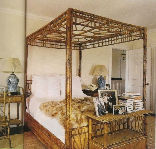 Dying over this rattan bed!