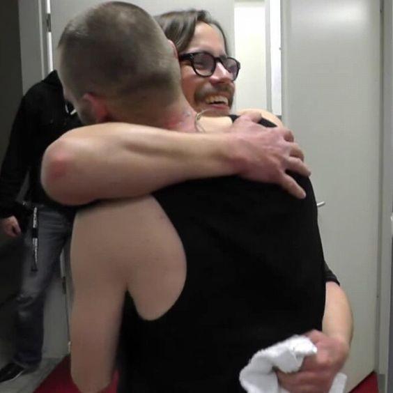 #poetsofthefall #potf #jarisalminen #janisnellman #hug #hugging #cute #favouriteband #brothers #love #friends #friendship #aww #fangirl #fangirldeath #aftergig #cutenessoverload