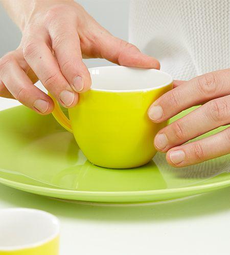 Abwechselnd Teller und Tasse....