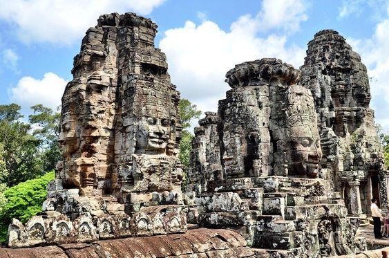 Những bức tượng khuôn mặt ở đền Bayon