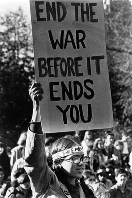 Hippie protesting the Vietnam War, ca. 1960s.: