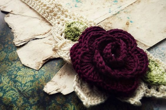 Häkeln Halskette Creme Blätter Grün Rose von ChronologyOfCrochet, $24.00