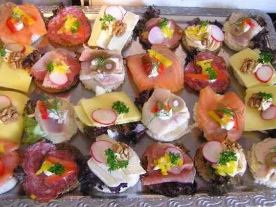 Macht mal ein ganz besonderes Frühstück, hier sind einige pfiffige Rezepte zur Auswahl Ich empfehle Dir Canapés zu machen, also mundgerechte Stücke belegt wie...