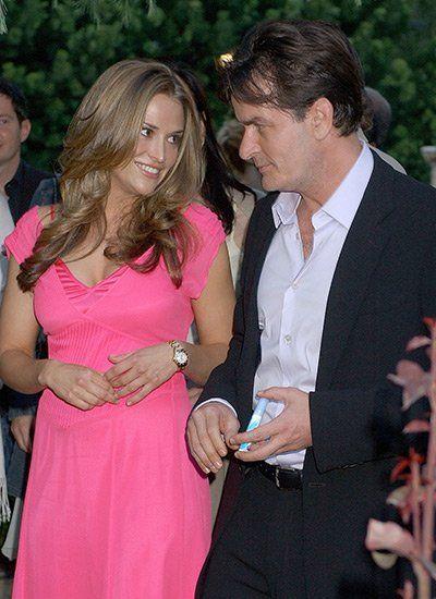 2006: Erstmals stellt Charlie Sheen seine neue freundin Brooke Müller der Öffentlichkeit vor