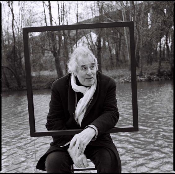 """La Marne """"Gérard Rondeau procède comme un écrivain, prenant le temps tout d'abord, collectant les traces du passé mais s'attachant aussi à un brin d'herbe vivant. Ce travail est à la fois une cartographie totalisante mais aussi un journal buissonnier avec toutes les personnes rencontrées sur le bateau.  Il y a là une humilité, un orgueil, une beauté dénudée comme un précipité de vie et de mé"""