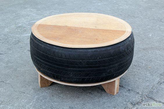 Fija la parte superior y la base de madera contrachapada al neumático utilizando pegamento de construcción.   Comienza con la parte de la ba...