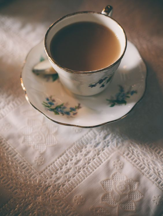 Drinking tea punctuates our day with precious and refreshing pauses... ~ Mutsoko Tokunaga