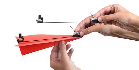 Cómo convertir un avioncito de papel en un avión de combate teledirigido