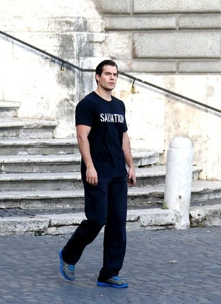 Henry Cavill Photos - Henry Cavill Goes Sightseeing in Rome - Zimbio