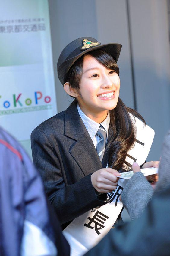 一日駅長を務める桜井玲香のかわいい画像