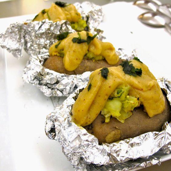 Cozinhar sem Lactose: Batatas recheadas com molho de couve-flor
