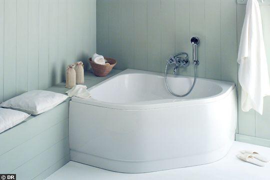 Une baignoire Bahia  d'angle 120x120 - La nouvelle vague des petites baignoires - CôtéMaison.fr