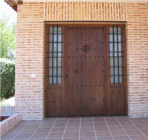Puertas rusticas de exterior portones de madera for Puertas entrada exterior