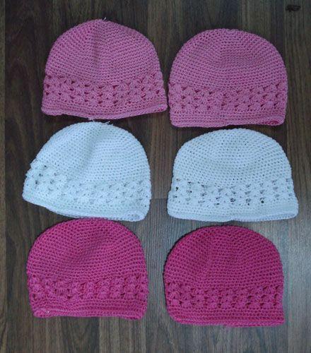 Cappellini di lana o cotone semplici