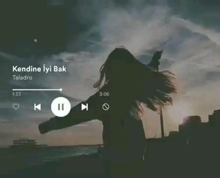 Muzik Videolari Panosundaki Pin