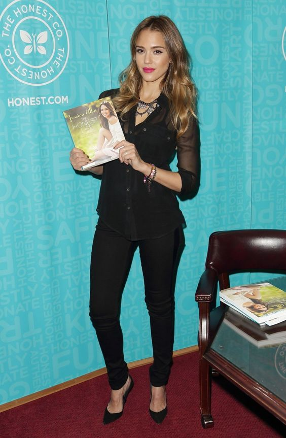 Jessica Alba in black, with her beautiful shirt, narrow trousers and high-heels
