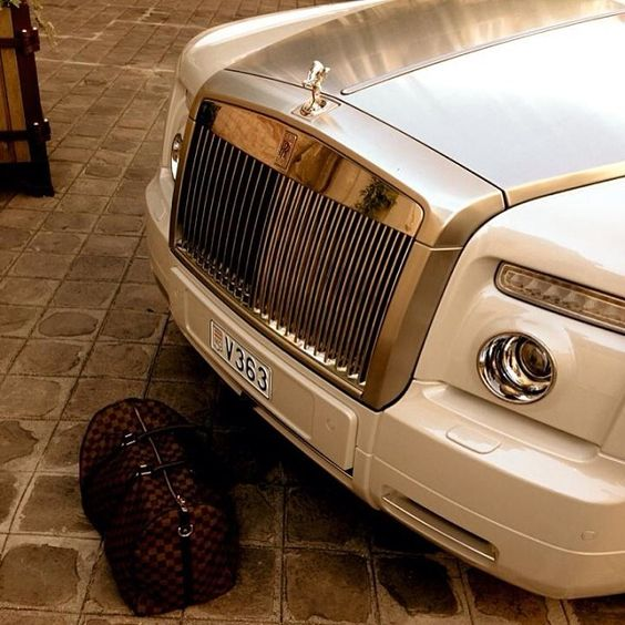 Snow white Rolls Royce Phantom & Louis Vuitton Keepall 55 Damier Ebène.