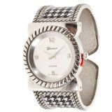 University of Alabama Inspired Houndstooth Pattern Collegiate Fashion Watch Featuring Silver Tone Finish and School Color Accents Platinum http://www.amazon.com/dp/B00I0JLB2Y/ref=cm_sw_r_pi_dp_L8N4tb174M4HK