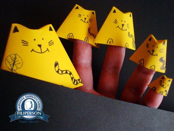 Mais informações dos papéis na loja virtual: www.lojafilipaper.com.br Diagrama dos dedoches no Abraços Dobrados. https://yamashitatereza.wordpress.com/2015/09/29/dedoche-de-origami-para-o-dia-das-criancas-2015/