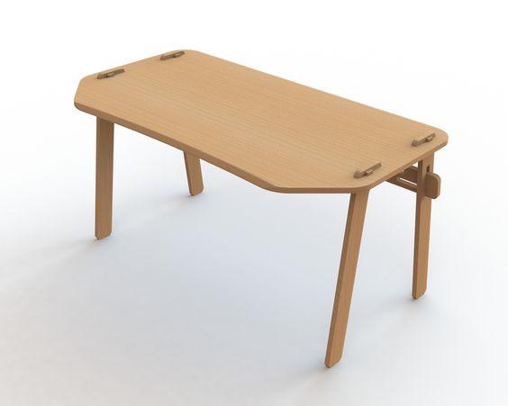 Mesa em compensado naval com acabamento natural.