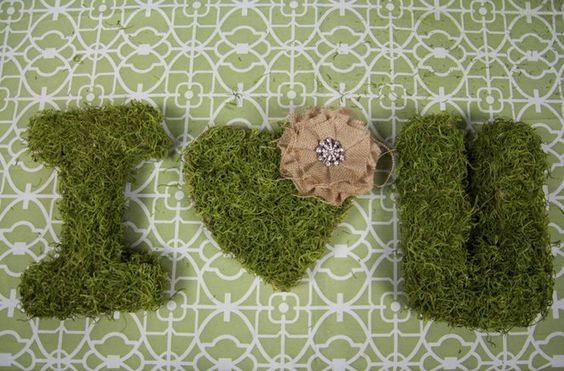How to Make Moss Covered Letters  http://www.thebridelink.com/blog/2012/04/27/how-to-build-your-own-wedding-bouquet/