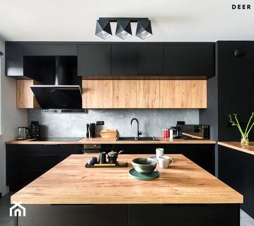Czern W Towarzystwie Drewna Duza Otwarta Biala Szara Czarna Kuchnia W Ksztalcie Litery L Z Wyspa Z Oknem Kitchen Room Design Kitchen Style Kitchen Renovation