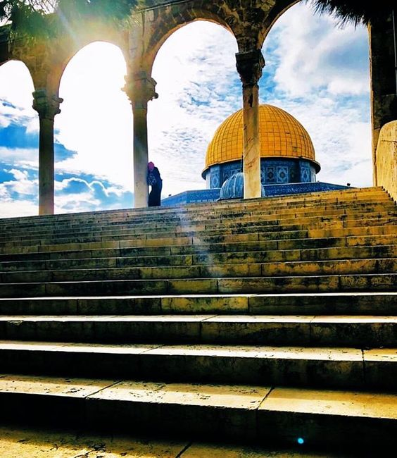 Al Quds القدس On Instagram اللهم ارفع ع نا هذه الغمة قبل حلول شهر رمضان Jerusalem Palestine القدس Palestine Girl Mosque Rare Historical Photos