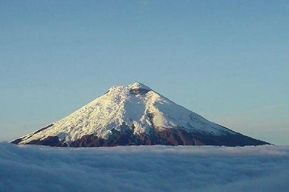 Tres venezolanos fueron rescatados este jueves en #volcán en Ecuador