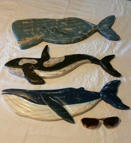 Baleias em madeira de pinus......