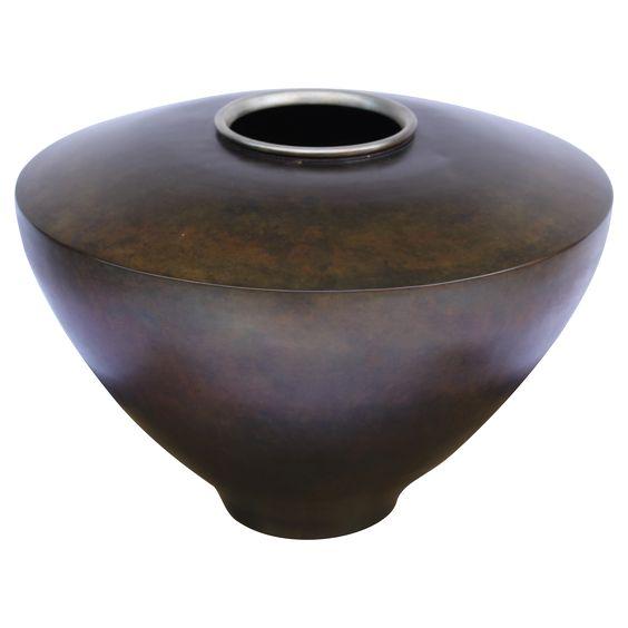 Matières brutes et tendance sauvage I Vase en dinanderie des années 1930