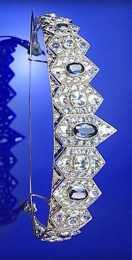 SAPPHIRE TIARA, 1930S, DESIGNED AS A BAND OF HEXAGONS GRADUATED IN SIZE FROM THE FRONT...