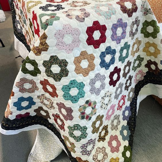 Fresh from the studio! One of our latest finishes by Bonnie. 💜 I'm loving the color scheme of this hex quilt that she finished with our chicken wire design. #experiencethequilt #hexagon #hexquilt #quilting #quiltingfun #quiltinglove #ilovequilting #ilovequilts #modernquilt #modernquilts #quiltinspiration #quiltinspiration#sewersgonnasew #handiquilter #quiltdesigns #machinequilting #machinequilted #textileartist #traditionalquilts #quiltallthethings #fabricfun