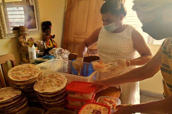 Red Transcuba prepara comida para ayudar en la pandemia de la COVID-19 en Cuba