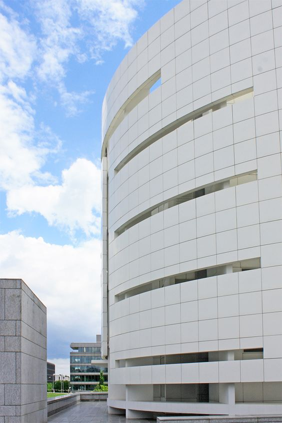 Die Hypobank in Luxemburg von Stararchitekt Richard Meier.