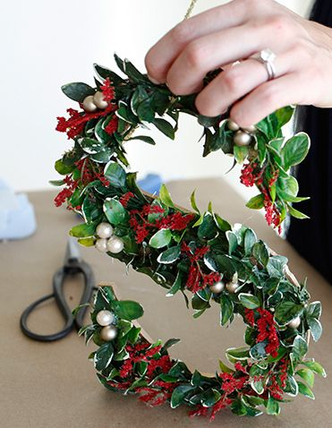diy monogrammed wreath xmas anthropologie:
